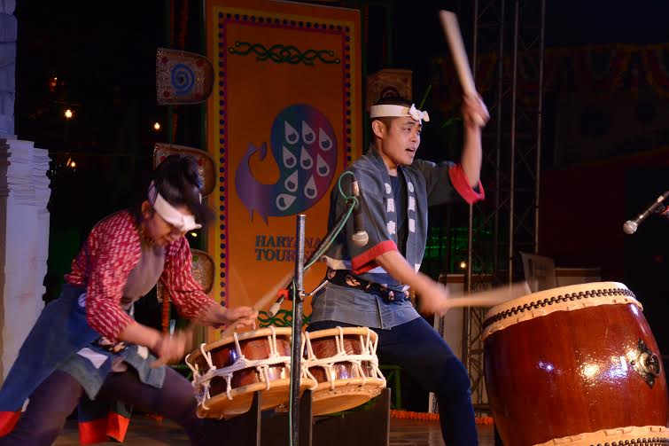 Japanese artsites perform at Surajkund Mela