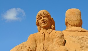 12 Stunning Sand Sculptures Of Rock Musicians That Look Real