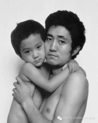 Tian Jun with his son in 1989