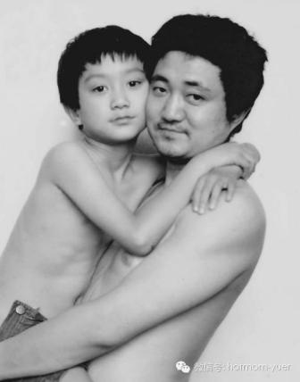 Tian Jun with his son in 1994