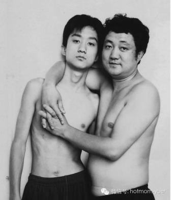 Tian Jun with his son in 2000