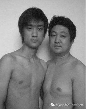 Tian Jun with his son in 2003