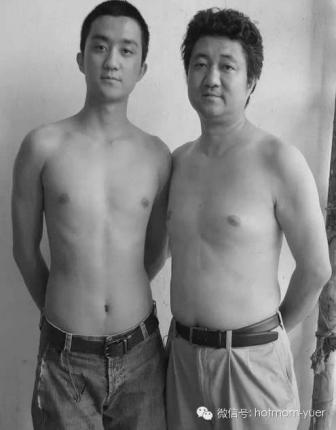 Tian Jun with his son in 2006