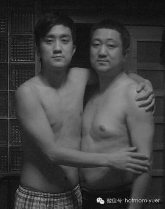 Tian Jun with his son in 2007