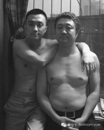 Tian Jun with his son in 2009