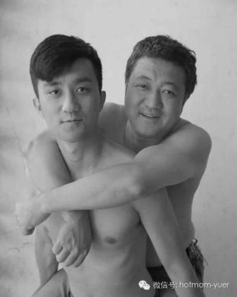Tian Jun with his son in 2011