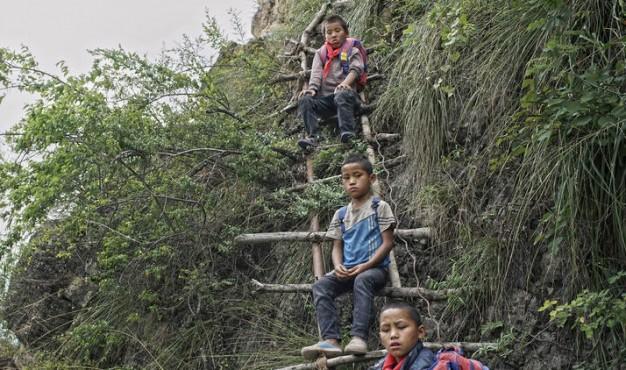 children_ladder_climb_1