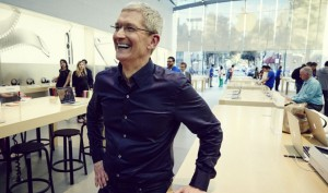To go on a lunch-date with Apple CEO Tim Cook, you should have Rs. 3 Crore
