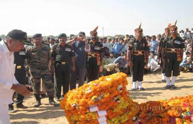 akshay donates martyrs family
