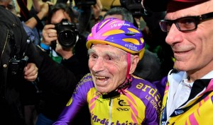 This 105-Year-Old Man Broke The World Record By Cycling 22.5 Km In One Hour And It's Incredible!