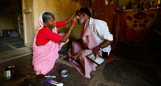 shantabai-female-barber