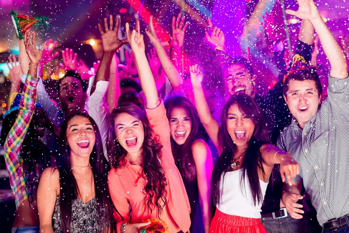 Tips for Women to Wear for a Rave Party | SoPosted.com