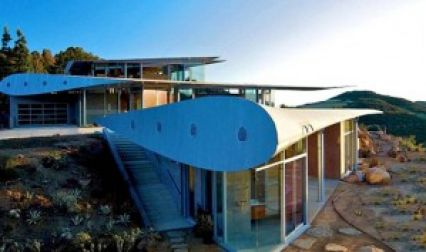 This Exquisite Home Is Built Using Remains Of Boeing 747 Jet!
