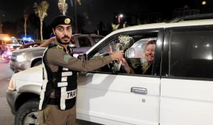 As Saudi Women hit the roads, police welcomed them with roses and heartfelt message